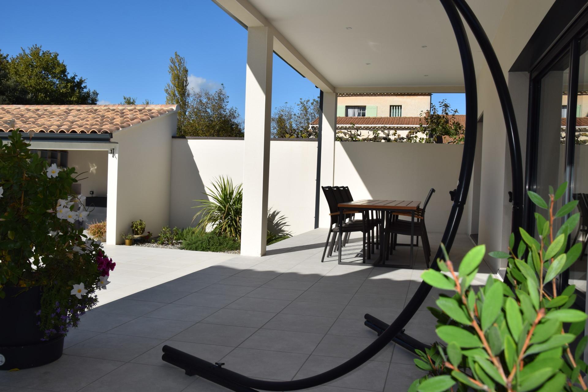 Terrasse piscine chambre d'hôte Isle sur la Sorgue Vaucluse